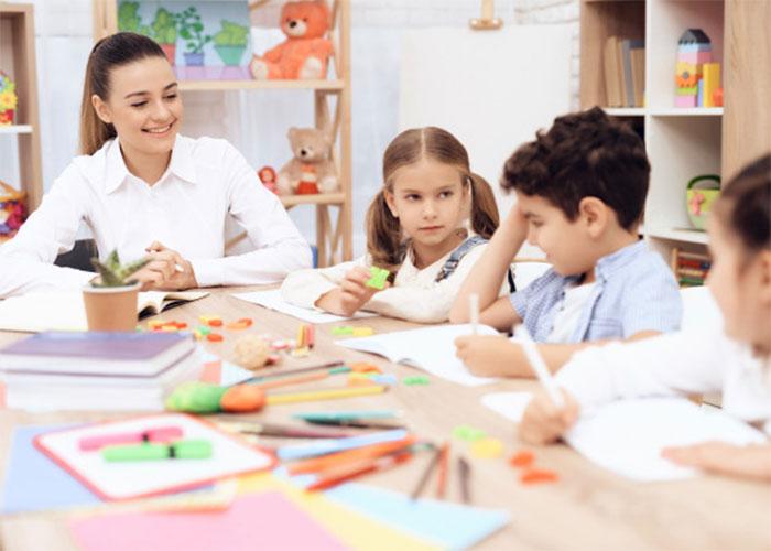 شرکت در کلاس های انگلیسی راه یادگیری زبان در منزل